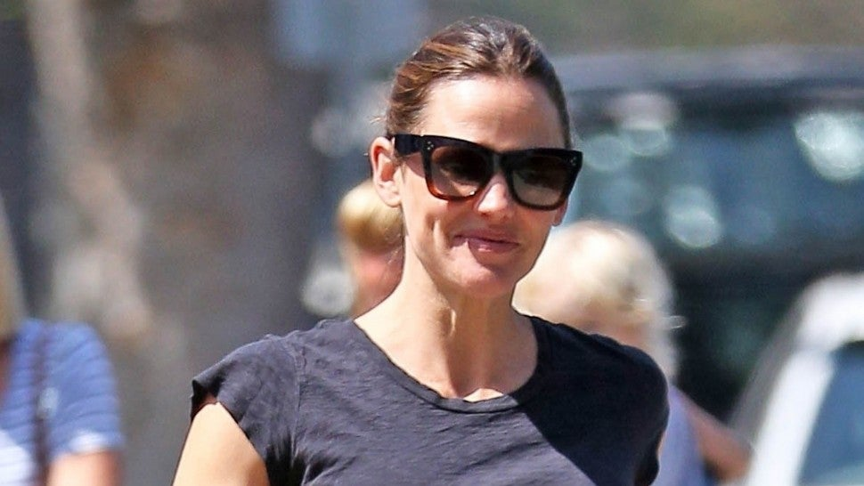Jennifer Garner smiling in LA after Ben Affleck back in rehab